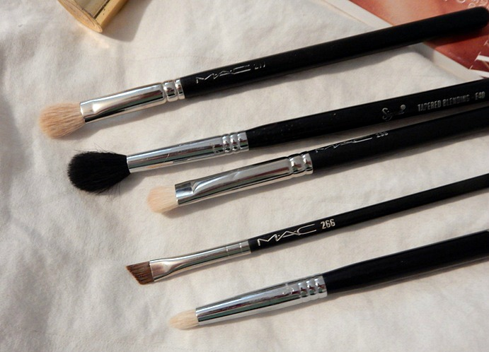 5-eyeshadow-makeup-brushes-i-cant-live-without-close