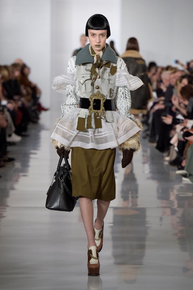 Paris: Margiela Fall/Winter 2016 Fashion Runway
